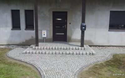 Granikos - schody wejściowe z kostki granitowej