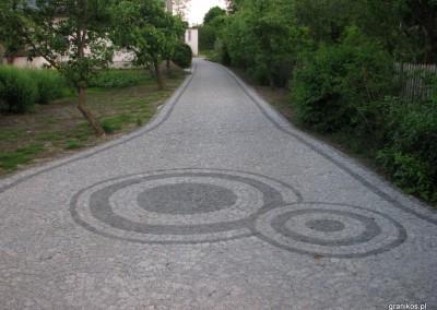 Granikos - podjazd z elemantami dekoracyjnymi z kostki granitowej